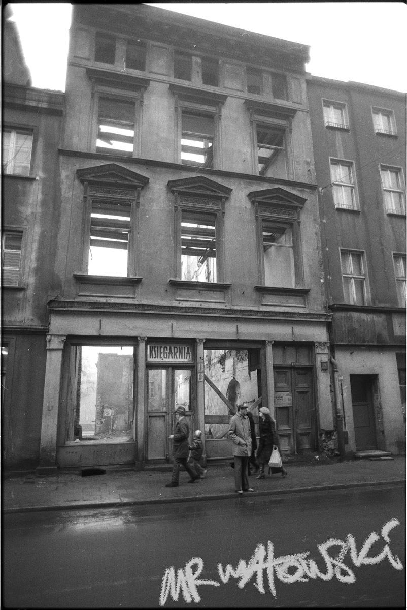 1980-droga-do-Nysy-KSIEGARNIA-fasada-fot-mr-makowski-800x1200pxl